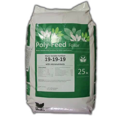 Phân bón lá Poly Feed 19-19-19 pha tỷ lệ thích hợp tùy theo mỗi loại cây trồng
