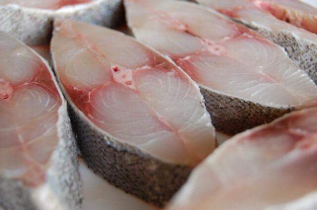 Phân bón lá đạm cá thường được làm từ cá biển giàu protein